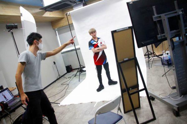 e-sportsワールドの学生さんたちのアー写撮影。