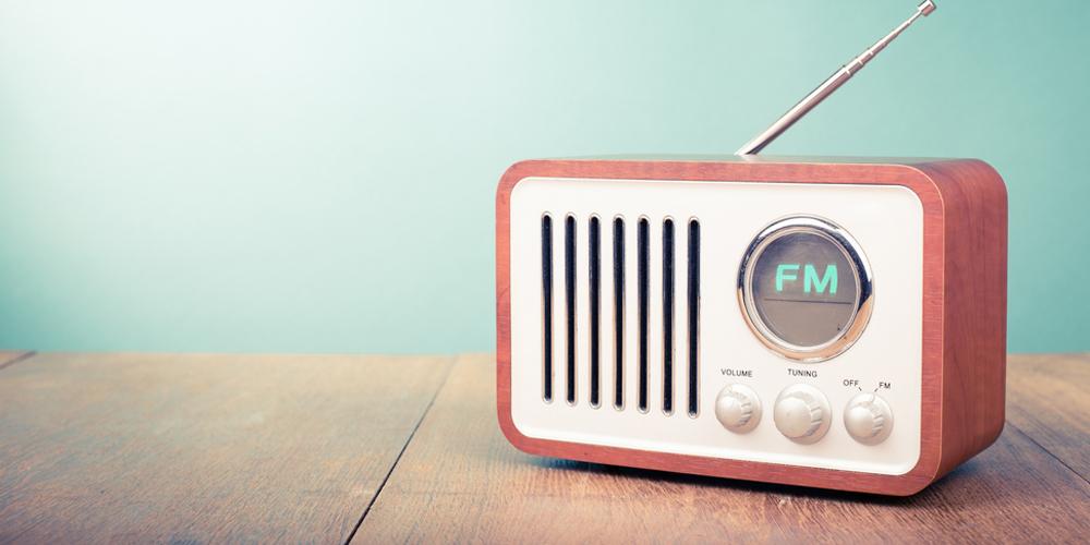 ラジオ パーソナリティ 年収