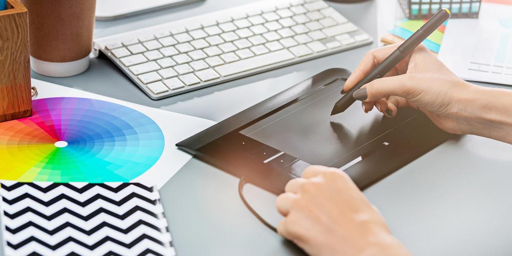 手描きとは何が違う? デジタル作画の特徴について
