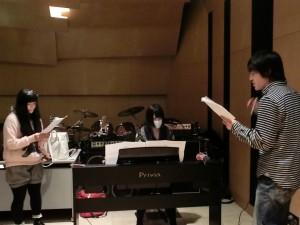 歌の練習もしてました