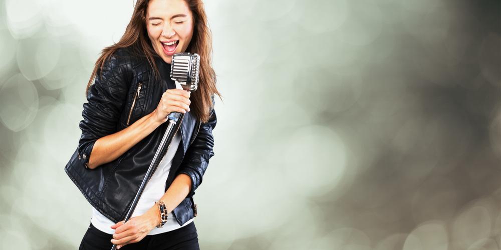 声優になると歌がうまくなる? 声優の歌唱力には意外な秘密があった!
